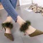 รองเท้าคัทชู เปิดส้น ทรงหัวแหลม หนังสักหราด แต่งขนเฟอร์ สวยหรูดูไฮ ทรงสวยเก็บหน้าเท้า พื้นกำมะหยี่นุ่มใส่สบายกระชับ งานสวยตามแบบ ส้นสูงประมาณ 3 นิ้ว แมทสวยได้ทุกชุด