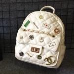 กระเป๋าเป้แฟชั่น สไตล์ชาแนล 10 นิ้ว แต่งอะไหล่หมุด เข็มกลัดสุดเก๋ สะพายสวยได้ทุกชุด
