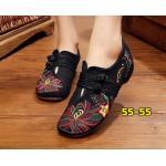 รองเท้าผ้าปักลายจีน ทรงผ้าใบ ลายปักดอกไม้สวยงาม คาดด้านหน้าติดกระดุมจีน ส้นสูง 1 นิ้ว ใส่สบาย พื้นด้านในซับฟองน้ำ ด้านนอกเป็นผ้าทอแน่นเนื้อดี ใส่สบาย แมทสวยได้ไม่เหมือนใคร