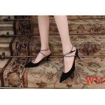 รองเท้าคัทชู ส้นเตี้ย รัดข้อ แต่งสายไขว้ประดับคลิสตัวเพชรสวยหรู ทรงสวย หนังนิ่ม ส้นสูงประมาณ 2 นิ้ว ใส่สบาย แมทสวยได้ทุกชุด