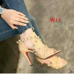 รองเท้าแฟชั่น ส้นสูง รัดส้น ดีไซน์หุ้มหน้าเท้า เปิดนิ้ว แต่งสายหนังไขว้ประดับหมุดสุดเก๋สไตล์วาเลนติโน หนังนิ่ม ส้นสูงประมาณ 3.5 นิ้ว ใส่สบาย แมทสวยได้ทุกชุด (809-2)