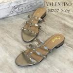 รองเท้าแฟชั่น แบบสวม สไตล์วาเลนติโน แต่งหมุดทองสวยเก๋ ทรงสวยเก็บเท้า ส้นตัดสูงประมาณ 1 นิ้ว ใส่สบาย แมทสวยได้ทุกชุด (M227)
