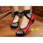รองเท้าผ้าปักลายจีน งานปักดอกไม้สีสวยสดใส ตัดสีสวยเก๋ เชือกพันข้อใส่ได้หลายแบบ ส้นสูง 1 นิ้ว พื้นด้านในซับฟองน้ำ ด้านนอกเป็นผ้าทอแน่นเนื้อดี ทรงน่ารัก ใส่สบาย แมทสวยได้ไม่เหมือนใคร