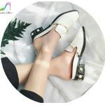 รองเท้าคัทชู เปิดส้น หนังแก้ว แต่งอะไหล่สไตล์แบรนด์ ส้นมุกสวยหรู สูง 1 นิ้ว ใส่สบาย แมทสวยได้ทุกชุด