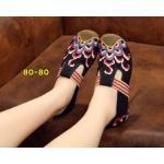 รองเท้าผ้าปักลายจีน ปักลวดลายสวยงาม คาดแถบยางสีด้านหน้าสวยเก๋ ส้นสูง 1 นิ้ว ด้าน ในมีพื้นฟองน้ำนิ่มๆ ทรงน่ารัก ใส่สบาย แมทสวยได้ไม่เหมือนใคร