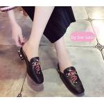 รองเท้าคัทชู เปิดส้น แต่งลายงูสไตล์กุชชี่ ส้นแต่งมุกและหมุดสวยหรู ทรงสวย เก็บเท้าเรียว ใส่สบาย แมทสวยได้ทุกชุด
