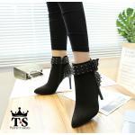 รองเท้าบูท ส้นสูง หุ้มข้อ หนังสักหราดแต่งส้นและสายเข็มขัดหมุดหนามสวยเปรี้ยวเก๋ ทรงสวย หนังนิ่ม ซิปข้าง ใส่สบาย ส้นสูงประมาณ 3.5 นิ้ว แมทสวยได้ทุกชุด (5518)