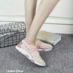 รองเท้าผ้าใบแฟชั่น แต่งหมุดดอกไม้สวยหรูสไตล์แบรนด์ เชือกหน้าเพิ่มความกระชับ วัสดุอย่างดี ทรงสวย พื้นยางยืดหยุ่น ใส่สบาย ใส่เที่ยว ออกกำลังกาย แมทสวยเท่ห์ได้ทุกชุด