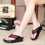 รองเท้าแตะแฟชั่น เพื่อสุขภาพ พื้นซอฟคอมฟอต สไตล์ฟิตฟลอบ แบบหนีบ แต่งสายคาดสลับสี สไตล์กุชชี่ สวยเก๋ พื้นนิ่ม เบา ใส่สบายมาก แมทเก๋ได้ทุก วัน สีดำ เขียว แดง ครีม (L2716)