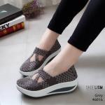 รองเท้าเพื่อสุขภาพ ยางสาน สีทูโทนเรียบเก๋ ใส่นิ่มสบายกระชับเท้ามาก ทรงเก็บหน้าเท้า ยางคุณภาพยืดหยุ่นอย่างดี น้ำหนักเบา พื้นนิ่ม เสริมเสมอ ใส่ สบาย ไม่เมื่อย ใส่เที่ยวใส่ทำงานได้ เสริมพื้นหนาสูง 2 นิ้ว แมท สวยได้ทุกชุด (46016)