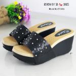 รองเท้าแฟชั่น ส้นเตารีด แบบสวม แต่งดอกไม้เกสรเป็นอะไหล่เพชรด้านหน้า chic chic งานน่ารักมาก วัสดุหนังนิ่มอย่างดี น้ำหนักเบา พื้นบุนวมนิ่ม ทรงสวย ใส่สบาย แมทสวยได้ทุกชุด ดำ / ครีม / แทน (T-121)
