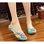 รองเท้าผ้าปักลายจีน คัทชูเปิดส้น งานปักดอกไม้ ตัดสีสวยสดใส สวมใส่ง่ายๆ ส้นสูง 1 นิ้ว พื้นด้านในซับฟองน้ำ ด้านนอกเป็นผ้าทอแน่นเนื้อดี ทรงน่ารัก ใส่สบาย แมทสวยได้ไม่เหมือนใคร