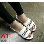 รองเท้าแตะแฟชั่น แบบสวม แต่งโซ่สวยเก๋สไตล์วาเลนติโน วัสดุอย่างดี พื้นยางนิ่มยืดหยุ่น ใส่สบาย แมทสวยได้ทุกชุด (V909)