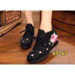 รองเท้าผ้าปักลายจีน บูทสั้นลายปักดอกไม้สวยงาม คาดด้านหน้าติดกระดุมจีน เสริมด้านในส้นสูง 2 นิ้ว พื้นด้านในซับฟองน้ำ ด้านนอกเป็นผ้าทอแน่นเนื้อดี ใส่สบาย แมทสวยได้ไม่เหมือนใคร