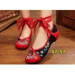 รองเท้าผ้าปักลายจีน ปักลวดลายดอกไม้สวยงาม ตัดสีสวยเก๋ รัดข้อเป็นเชือกพันใส่ได้หลายสไตล์ ส้นสูง 1 นิ้ว พื้นด้านในซับฟองน้ำ ด้านนอกเป็นผ้าทอแน่นเนื้อดี ใส่สบาย แมทสวยได้ไม่เหมือนใคร