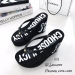 รองเท้าแฟชั่น ส้นเตารีด แบบหนีบ Style Juicy Culture ขายดีตลอดกาล แบบฟองน้ำ PVA อย่างดีโฟมแน่นๆ ไม่ยุบง่าย สูง 4 นิ้ว เสริมหน้า 1 นิ้ว ใส่ชิวๆ ได้ทุกๆ วัน แมทสวยได้ทุกชุด (0222)