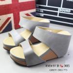 รองเท้าแฟชั่น ส้นเตารีด แบบสวม คาดหน้า 2 ตอน สไตล์ maxi สวยเรียบเก๋ หนังนิ่ม พื้นบุนวม น้ำหนักเบา ใส่สบาย ทรงสวยปรับมุมมองขาให้ดูเรียวสวย เสริมหน้า 1.5 นิ้ว สูง 3 นิ้ว สีเทา สีน้ำตาล ใส่เดินนิ่มสบาย แมทสวยเท่ห์ได้ทุกชุด (981-77)
