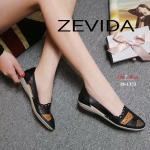 รองเท้าคัทชู ส้นแบน สไตล์เพื่อสุขภาพ ดีไซน์สวยเกร๋ วัสดุหนังนิ่มคุณภาพอย่างดีตามเอกลักษณ์แบรนด์ แต่งสีและปักขอบปราณีต น้ำหนักเบา พื้นเป็นยางกันลื่นอย่างดี หนังนิ่ม ทรงสวย ใส่สบาย แมทสวยได้ทุกชุด (18-1373)