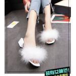 รองเท้าแฟชั่น แบบสวม แต่งเฟอร์ฟูนุ่ม ดีไซน์ส้นเหลี่ยมสวยเก๋ไม่เหมือนใคร ส้นประมาณ 2 นิ้ว ใส่สบาย แมทสวยได้ทุกชุด