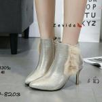 รองเท้าบูท ส้นสูง หุ้มข้อ วัสดุผ้าพีวีซีเมทัลลิค ประดับเฟอร์เล็กน้อยแบบสวยหายาก นิ่มสบายไม่เจ็บเท้าน้ำหนักเบา ความสูงไม่มาก 3 นิ้ว ใส่ไม่เมื่อย ติดซิปด้านขาใน ถอดใส่ง่าย หนังนิ่ม ทรงสวย ใส่สบาย แมทสวยได้ทุกชุด (17-8203z)
