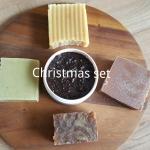 Christmas set 🌲 สบู่ 4 ก้อน คละกลิ่น เลือกกลิ่นใดก็ได้ + Coffee Sugar Scrub 200 กรัม ราคา 999 บาท ส่งฟรีเฉพาะ set นี้นะคะ