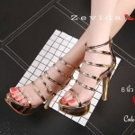 รองเท้าแฟชั่น ส้นสูง รัดข้อ หนังเงาเมทัลลิค ดีไซน์เส้นคาดหน้าถึงข้อเท้าแต่งเข็มขัดด้านข้างสวยปราดเปรียว ส้นสูงประมาณ 5 นิ้ว เสริมหน้า 1 นิ้ว ใส่สบาย แมทสวยได้ทุกชุด (17-1283)