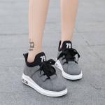 รองเท้าผ้าใบแฟชั่น สไตล์เกาหลีสวยเก๋ เนื้อผ้าอย่างดี เสริมส้นนิดหน่อย ใส่แล้วไม่มีเอ้าท์ สวมง่ายสบายเท้า พื้นยางเกาะถนนได้ดี เชือกปรับระดับได้ น่ารักงานคุณภาพ ใส่สบายแมทสวยได้ทุกชุด บรอนด์เทา
