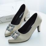 รองเท้าคัทชู ส้นสูง แต่งอะไหล่สวยหรูสไตล์แบรนด์ หนังนิ่ม ทรงสวย ส้นสูงประมาณ 3 นิ้ว ใส่สบาย แมทสวยได้ทุกชุด