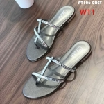 รองเท้าแตะแฟชั่น แบบสวม ดีไซน์เส้นคาดเฉียงเก๋ๆ แต่งคลิสตัลสวยหรูดูดี หนังนิ่ม ใส่สบาย แมทสวยได้ทุกชุด (PT106)