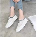 รองเท้าผ้าใบแฟชั่น สวยเก๋อินเทรนด์ แบบไร้เชือก วัสดุอย่างดี ผ้านิ่มกระชับเท้าแต่งตาข่ายระบายอากาศดี ทรงสวยสไตล์แบรนด์ พื้นยางยืดหยุ่น ใส่สบาย ใส่เที่ยว ออกกำลังกาย แมทสวยเท่ห์ได้ทุกชุด (C230)