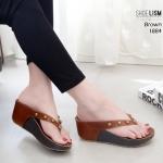 รองเท้าแฟชั่น ส้นเตารีด แบบหนีบ รุ่นนี้ทรงสวยมาก แต่งหมุดเพิ่มความเก๋ไก๋ สูง 3 นิ้ว พื้น pu นิ่ม ใส่สบาย แมทสวยได้ทุกชุด ดำ แดง น้ำตาล (M1884)