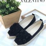 รองเท้าคัทชู ส้นแบน ทรง slip on แต่งดอกไม้ประดับมุก ขอบส้นแต่งเชือกถักน่ารัก สไตล์วาเลนติโน ใส่สบาย แมทสวยได้ทุกชุด (555-16)
