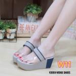 รองเท้าแฟชั่น ส้นเตารีด แบบสวม คาดหน้าแต่งพลาสติกใสนิ่ม ตัวรองเท้าแต่งสีทูโทนสวยเก๋ ทรงสวย ใส่สบาย แมทสวยได้ทุกชุด (V2059)