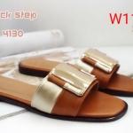 รองเท้าแตะแฟชั่น แบบสวม แต่งอะไหล่ทองด้านหน้าสวยเรียบเก๋สไตล์แบรนด์ ทรงสวยหนังนิ่ม ใส่สบาย แมทสวยได้ทุกชุด (HM4130)