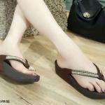 รองเท้าแตะแฟชั่น แบบหนีบ แต่งอะไหล่สวยเก๋ พื้นซอฟคอมฟอตนิ่มสไตล์ฟิตฟลอบ ใส่สบาย แมทสวยได้ทุกชุด (YT115)