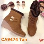 รองเท้าบูท หุ้มข้อ ส้นเตารีด แต่งอะไหล่ด้านข้างสวยเก๋สไตล์เกาหลี หนังนิ่ม ด้านในบุขนเฟอร์นุ่มกันหนาว ส้นสูงประมาณ 2.5 นิ้ว ใส่สบาย แมทสวยได้ทุกชุด (ฺCA9474)