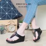 รองเท้าแฟชั่น ส้นเตารีด แบบหนีบ แต่งอะไหล่สวยเก๋ หนังนิ่ม ทรงสวย สูงกำลัง 2.5 นิ้ว ใส่สบาย แมทสวยได้ทุกชุด (6135)