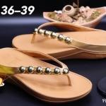 รองเท้าแตะแฟชั่น แบบหนีบ แต่งอะไหล่กลมสวยน่ารัก พื้นซอฟคอมฟอตนิ่มสไตล์ฟิตฟลอบ ใส่สบายมาก แมทสวยได้ทุกชุด