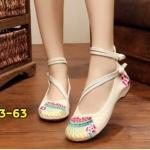 รองเท้าผ้าปักลายจีน ลายปักดอกไม้สวยงาม ผ้าทอแน่นเนื้อดี ด้านหลังสูง มีสายรัดข้อกลัดกระดุมจีน 2 เส้น โดดเด่นด้วยสายรัดข้อคาดหน้าเฉียงสุดเก๋ พื้นด้านในซับฟองน้ำ มากส้นสูง 1 นิ้ว ใส่สบาย สวยไม่เหมือนใคร