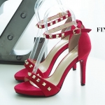 รองเท้าแฟชั่น ส้นสูง รัดข้อ แต่งหมุดสวยหรูสไตล์วาเลนติโน ทรงสวย ใส่สบาย ส้นสูงประมาณ 4.5 นิ้ว แมทสวยได้ทุกชุด