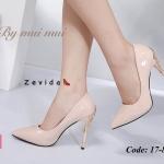 รองเท้าคัทชู ส้นสูง หนังเงาแต่งอะไหล่ลายฉลุทองที่ส้นด้านหลังสวยหรู ทรงสวยเพรียว ส้นสูงประมาณ 4.5 นิ้ว แมทสวยได้ทุกชุด (17-8222)