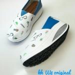 รองเท้าผ้าใบ ทรง slip on หนังลายน่ารัก ส้นคอมฟอตรองรับแรงกระแทก น้ำหนักเบา ใส่สบาย แมทสวยได้ทุกชุด