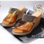 รองเท้าแฟชั่น ส้นเตารีด แบบสวม คาดหน้าพลาสติกใสนิ่มแต่งสายกลิสเตอร์สวยเก๋ ส้นสูงประมาณ 4 นิ้ว เสริมหน้า ทรงสวย ใส่สบาย แมทสวยได้ทุกชุด