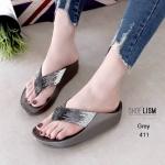 รองเท้าแตะแฟชั่น แบบหนีบ แต่งเพชรคลิสตัลสีไล่โทนสวยหรู พื้นซอฟคอมฟอตนิ่มสไตล์ฟิตฟลอบ ใส่สบายมาก แมทสวยได้ทุกชุด (TE411)