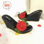 รองเท้าแฟชั่น ส้นเตารีด แต่งดอกไม้ปักด้านหน้าสวยหรู ส้นสูงประมาณ 4 นิ้ว เสริมหน้า ใส่สบาย แมทสวยได้ทุกชุด