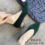 รองเท้าคัทชู ส้นเตี้ย ผ้าลูกฟูก สีสวย สุดเก๋ ตัวหนังนุ่ม พื้นด้านในบุผ้าขนนุ่มยิ่งกว่าปกติ แต่งลายเรียบ หน้าวี เก็บทรงหน้าเท้า สวมใส่ขาเรียวยาว ส้นแต่งลายไม้ สูง 1 นิ้ว ดำ น้ำตาล เขียว ใส่สบาย แมทสวยได้ทุกชุด (G-1270)