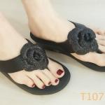 รองเท้าแตะแฟชั่น แบบหนีบ แต่งดอกไม้กลิสเตอร์ด้านหน้าสวยหรู พื้นซอฟคอมฟอตนิ่มสไตล์ฟิตฟลอบ ใส่สบายมาก แมทสวยได้ทุกชุด (T107)