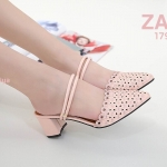 รองเท้าคัทชูเปิดส้น ส้นสูง ฉลุลายสวยหวาน สายคาดใส่ได้ 2 แบบ แบบเปิดส้นและรัดส้นก็ได้ ส้นสูงประมาณ 2.5 นิ้ว ใส่สบาย แมทสวยได้ทุกชุด (B7190-2)