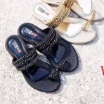 รองเท้าแตะแฟชั่น แบบสวมนิ้วโป้ง แต่งโซ่สวยเรียบเก๋สไตล์แบรนด์ หนังนิ่ม ทรงสวย ใส่สบาย แมทสวยได้ทุกชุด (J009)