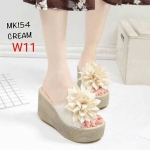 รองเท้าแฟชั่น ส้นเตารีด แต่งดอกไม้สวยเก๋ ทรงสวย หนังนิ่ม ส้นสูงประมาณ 4 นิ้ว เสริมหน้าไม่สโลป ใส่สบาย แมทสวยได้ทุกชุด (MK154)